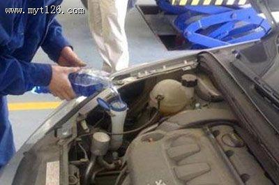 汽车玻璃水大家都在用 使用其实不简单