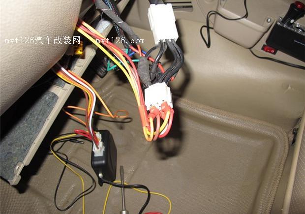 6,把一键启动设备接线焊接插头.