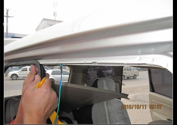 喇叭接线 原喇叭装在了这里 导航一体收音机的画面 导航的画面 尾门拆