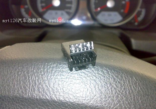 中华骏捷FRV加装油耗显示器高清图片