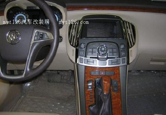 新君越原车屏升级专车倒车影像