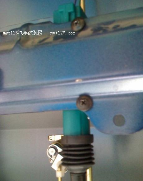 五菱宏光加装防盗器,后门门锁驱动马达