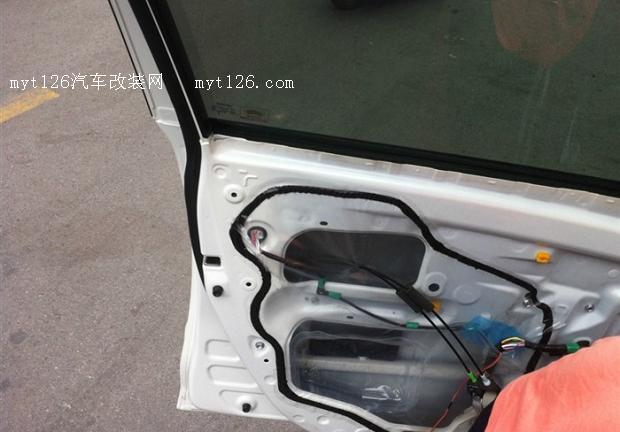 凯美瑞智能车窗控制系统和专用后视镜收纳系统安装