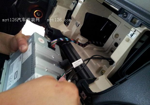 奇瑞A3加装导航与胎压监测高清图片