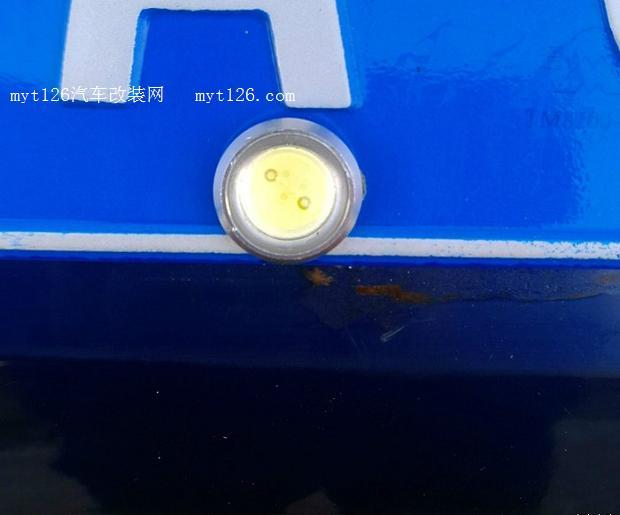 标致307加装led鹰眼倒车灯