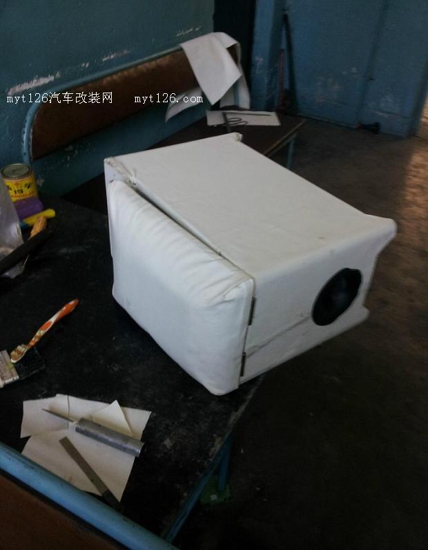 自己动手制作五菱宏光扶手箱低音炮高清图片