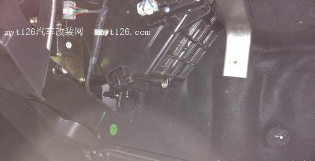 长安cs35换空调滤网