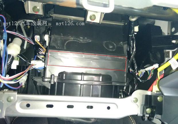 利亚纳a6加装空调滤芯(带支架)作业