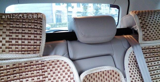 自动动手调整瑞虎3后排座椅位置高清图片