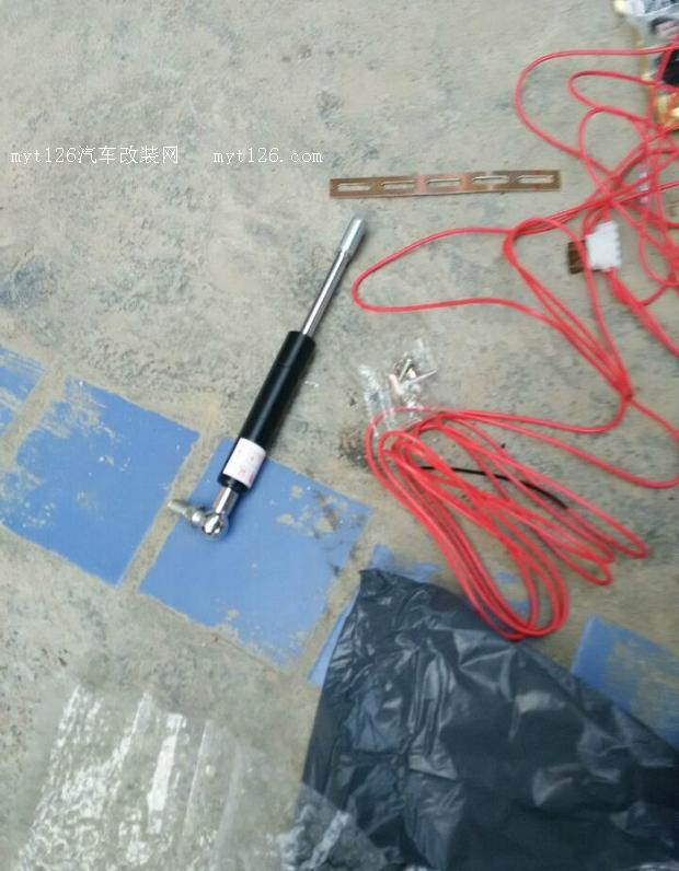 备箱及加装液压杆图片