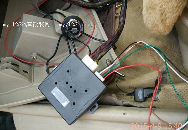 来个高配的赶脚  一键启主机盒    买的原车免剪线,对插,悲催的是线和插头是分开的,还得自己一针一针找,一开始找错了,ON1/2的线插反了,一着车ABS灯常亮,倒过来就没事了,自己动手的时候千万要小心  启动按钮二档  启动按钮