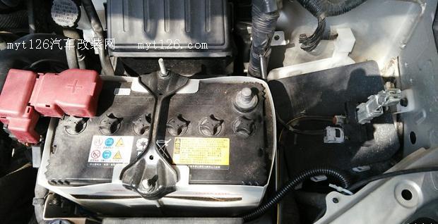 核心提示:拆电瓶负极拆掉气囊气囊链接线,要小心拆除拆下方向盘,用19的套筒。多功能方向盘按键安装好控件这个应该是固定游丝的,卸方向盘之前要拆下导航链接线插接,因为各种导航不一样就不细说链接方法了这个线就是方向盘控制线。 拆电瓶负极拆掉气囊气囊链接线,要小心拆除拆下方向盘,用19的套筒。多功能方向盘按键安装好控.