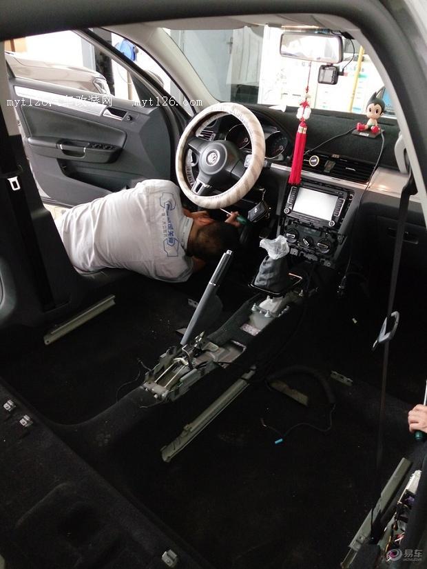 2014款新宝来主驾副驾驶室漏水维修