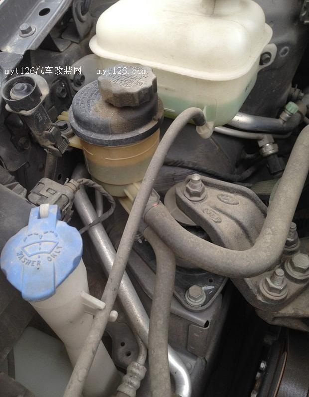 悦动换转向机及变速箱油底壳防漏修理高清图片