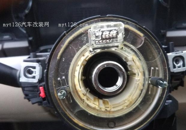 这个叫游丝用于方向盘上的喇叭气囊等部件的电源连接,应为方向盘要