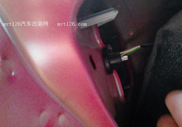 雪铁龙c2更换led刹车灯及倒车灯