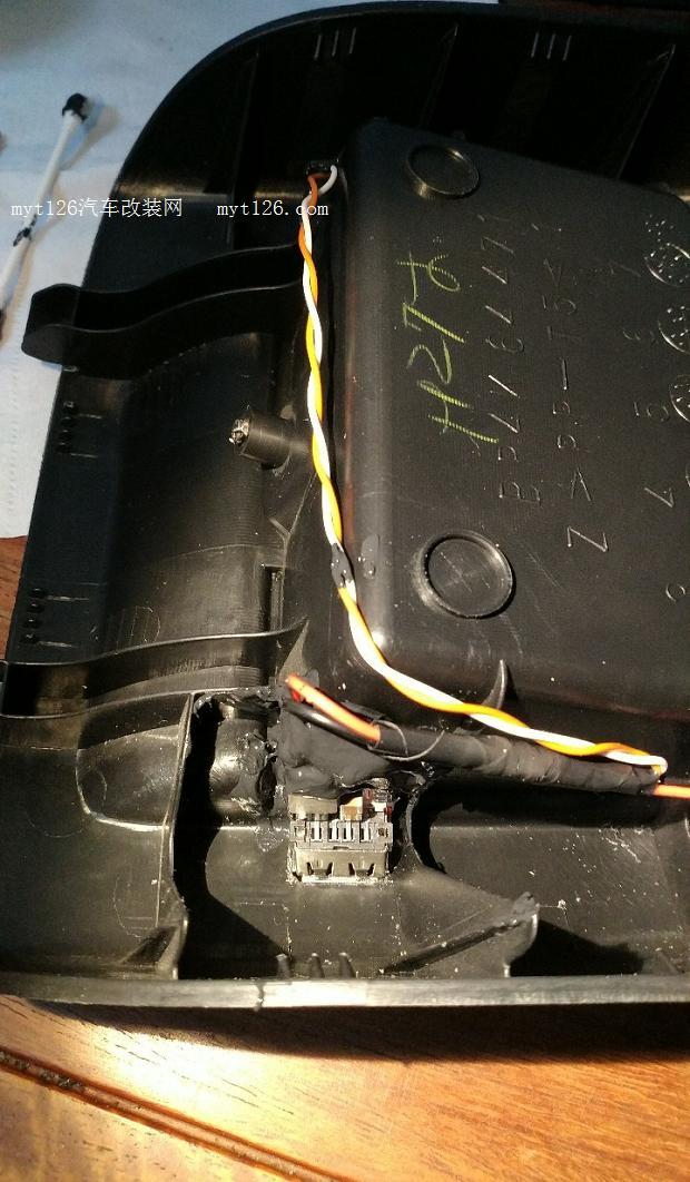 马自达3后排扶手箱安装usb充电口