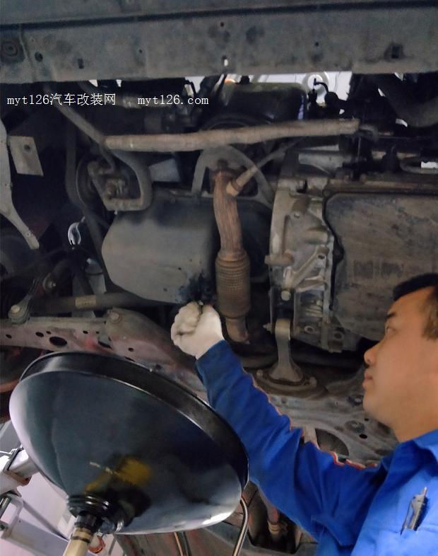 朗逸原厂发动机护板更换作业